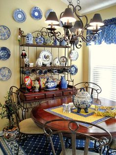 More blue and yellow in the breakfast room