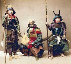 Three samurai, the middle samurai has a fur shiri-zaya (saya cover) over the saya of his katana.