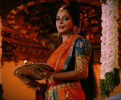 Devasenaa Indian Bollywood, Bollywood Actress, Royal Indian Wedding, Prabhas And Anushka, Bridal Mehndi Dresses, Designer Blouse Patterns, Blouse Designs, Beauty Around The World, Dress Indian Style