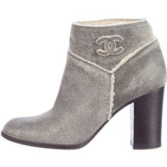 Pre-owned Chanel Shearling CC Ankle Boots ($595) ❤ liked on Polyvore featuring shoes, boots, ankle booties, grey, gray ankle boots, gray bootie, shearling boots, gray booties and gray ankle booties