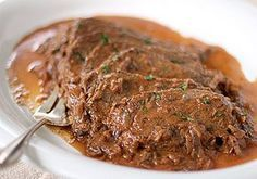 Sauerbraten - a delicious German classic. Use Oktoberfest beer instead of water. Serve with egg noodles or German dumplings and sauerkraut for a delicious dinner. Cocotte Staub, German Dumplings, Sauerbraten Recipe, Meat Recipes, Cooking Recipes, Beef Dishes, Snack, International Recipes, Main Meals