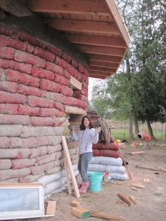 """""""Earthen Hand Natural Building recently has created an 800 sf earthbag house on the Olympic Peninsula in Washington state. Passive Annual Heat Storage (PAHS) design features were used in this building, giving it the ability to heat and cool itself passively using the earth beneath the building and the walls themselves as a battery of …"""