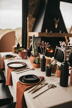 20 Thanksgiving Table Setting Ideas| Image SandSnowLinen | Are you looking for thanksgiving table settings ideas? Then this post all about thanksgiving table decorations is for you.Thanksgiving table decor is typically the first thing you guest will see