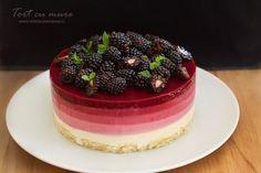 Tort cu mure și lămâie; cu multe mure :) Bineînțeles, acest tort cu mure și lămâie se poate ușor transforma într-un alt fel de tort cu fructe de pădure, puteți...