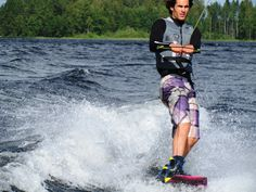 Jorrit Linders is wakeboarding in Punkaharju.