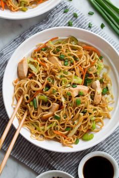 Chicken Chow Mein Easy, crave-able Chinese take-out recipe. It's packed with noodles, chicken and veggies and everyone is sure to love it! Chicken Chow Mein Easy, crave-able Chinese take-out Easy Chinese Recipes, Healthy Dinner Recipes, Asian Recipes, Cooking Recipes, Easy To Cook Recipes, Top Ramen Recipes, Prawn Noodle Recipes, Free Recipes, Healthy Noodle Recipes