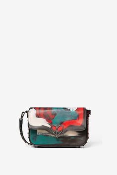 Bag with arty print, metallic heart-shaped clasp and studs on the base and strap. New Desigual Woman collection. Free delivery and returns. Studded Bag, Rotterdam, Olympia, Backpack Bags, Shopping Bag, Spring Summer, Branding, Backpacks, Handbags