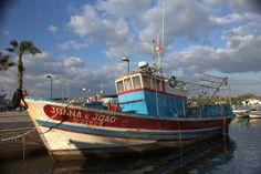 Vissersboot in de haven / Fishing boat in the harbour  Foto / Photograph: Ed van Diemen.