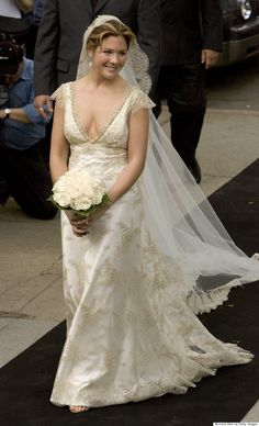 Sophie Grégoire Trudeau is shining a light on Canadian designers with her classic and fun style. A Beautiful Bride and a handsome groom, Prime Minster Justin Trudeau! Justin Trudeau, Famous Wedding Dresses, Wedding Gowns, Wedding Veil, Sophie Gregoire Trudeau, Next Fashion, Vintage Bridal, Here Comes The Bride, Celebrity Weddings