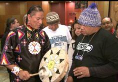 Man who gave Native drum to Seahawks' Lynch honored with another