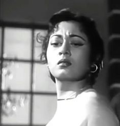 Miss Universe 1994, Madhuri Dixit Hot, Bollywood Pictures, Vintage Bollywood, Bollywood Saree, Indian Beauty, Venus, Sarees, Acting
