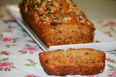 לחם משגע מקמח כוסמין ואגוזי מלך ללא שמרים, בריא וטעים במיוחד!