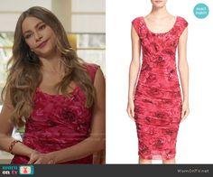 Gloria's pink rose print dress on Modern Family.  Outfit Details: https://wornontv.net/59795/ #ModernFamily