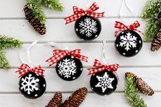 Best Diy Crafts Ideas Chalk Style Snowflake Ornaments -Read More – Vinyl Ornaments, Easy Ornaments, Homemade Ornaments, Snowflake Ornaments, Christmas Snowflakes, Christmas Tree Ornaments, Christmas Decorations, Dough Ornaments, Ornament Crafts