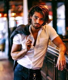Find the best men hairstyle for Men layerd hairstyle 2020 Cool Hairstyles For Men, Haircuts For Men, Beautiful Men Faces, Gorgeous Men, Hair And Beard Styles, Curly Hair Styles, Gents Hair Style, Photography Poses For Men, Hommes Sexy