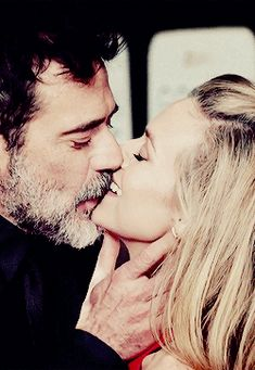 Jeffrey Dean Morgan I'm such a sucker for these two, its so nice to real love in Hollywood 💜💜 Hilarie Burton, John Winchester, Jeffrey Dean Morgan, The Walking Dead, Grey's Anatomy, Tom Selleck, Good Looking Men, Cute Couples, Beautiful Men