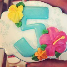 "48 Likes, 4 Comments - Keely (@sugaredhearts) on Instagram: ""All the prettiness!! #sugaredheartsbakery #sugaredhearts #moanacookies #moana #birthdaycookies…"""