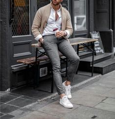Oh just take a look at this! Mens Fashion Wear, Gents Fashion, Star Fashion, Male Fashion, Modern Gentleman, Gentleman Style, Elegant Man, Tailored Suits, Outfit Combinations