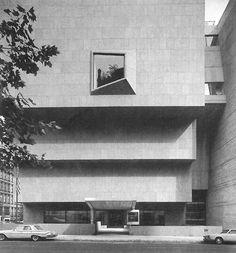 Marcel Breuer 1966 Whitney Museum of American Art (now The Met Breuer) - New York, NY New York Architecture, Museum Architecture, Classical Architecture, Architecture Details, Marcel Breuer, Museum Of Modern Art, Art Museum, Whitney Museum, Brutalist