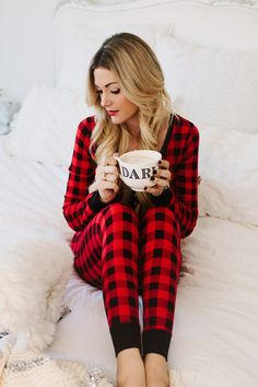 43 Fabulous Christmas Pajamas To Wear At Home – Cute hairstyles for medium hair – Fotografie Satin Pyjama Set, Pajama Set, Pajama Party, Womens Fashion Online, Latest Fashion For Women, Christmas Fashion, Winter Fashion, Christmas Outfits, Womens Christmas Pajamas
