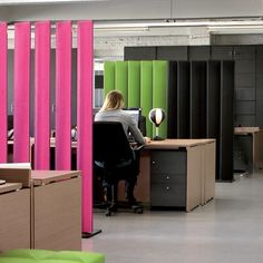 Sound absorbing modular workstation screen BUZZIBLINDS by Buzzispace. | #design Alain Gilles @buzzispace