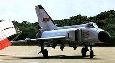 Jian-8II (J-8II, nombre en clave de la OTAN: Finback-B) es un monoplaza, bimotor, avión de combate multi-roto desarrollado por Shenyang Aircraft Industry Co. (SAC) basado en su luchador J-8I. El J-8II está disponible en varias variantes con diferentes configuraciones de aviónica y motor: la variante de producción básica J-8B; La variante con capacidad de reabastecimiento de aire J-8D; La variante de exportación F-8IIM; Las variantes mejoradas adicionales J-8H y J-8F. Un total de 300 ejemplos…