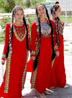 Central Asia | Turmenistan girls in traditional dress and jewellery | ©Daniel Islami