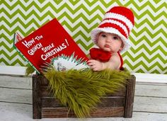 Christmas Pictures for Babies - Best Ideas for DIY Baby's First Christmas Photos. Looking for ideas of Christmas pictures for babies? Create your most adorable memories while your baby's first Christmas photoshoot ever! Grinch Christmas, Christmas Minis, Babies First Christmas, Family Christmas, Christmas Books, Christmas Quotes, Christmas Time, Christmas Decor, Christmas Ideas
