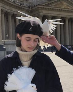 just not white - bilder Aesthetic Photo, Aesthetic Girl, Aesthetic Pictures, Pretty People, Beautiful People, Kunst Inspo, Poses References, Oui Oui, Character Inspiration