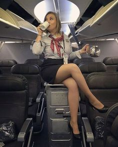 Let's vote the pic between 💙✈ Airline Uniforms, Professional Wear, Great Legs, Cabin Crew, Sexy Stockings, Flight Attendant, Sexy Legs, Dame, Sexy Women