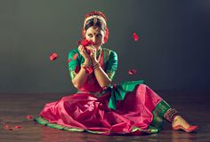 Kuchipudi one of the dance form from Andhra Pradesh, India Folk Dance, Dance Art, Indiana, Bollywood, International Dance, Indian Classical Dance, Dancing Day, Indian Heritage, Dance Poses
