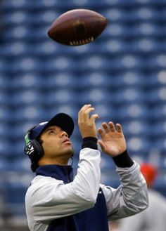 Seattle Seahawks quarterback Russell Wilson warms up before the 2014 NFL football NFC Championship game against the San Francisco 49ers