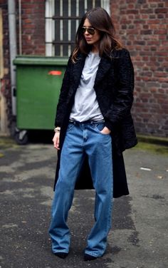 14 Street Style Photos That'll Have You Rethinking Skinny Jeans Street Style Chic, Looks Street Style, Looks Style, Looks Cool, Denim Fashion, Fashion Photo, Fashion Outfits, Womens Fashion, Fashion Fashion