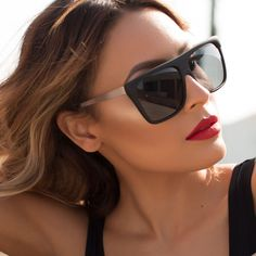 We are blown away by the stunning collaboration from Quay X Desi Perkins. These sexy sunglasses features a bold matte black squared frame with gold metal temples, stainless steel hinge and black color