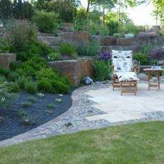 Eine kleine Terrasse lädt zum Verweilen ein.: Mediterran Garten von Gärten für Auge und Seele