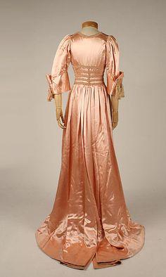 Negligée (back view) | France, circa 1908 | Material: silk | The Metropolitan Museum of Art, New York