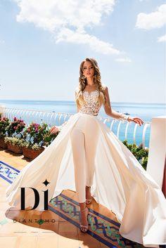 A bridal pant suit is a cool alternative to a tra .- Ein Braut-Hosenanzug ist eine coole Alternative zu einem traditionellen Kleid un… A bridal pant suit is a cool alternative to a traditional dress and … - Bridal Pants, Wedding Jumpsuit, Bridal Dresses, Prom Dresses, Wedding Pantsuit, Wedding Gowns, Wedding Reception, Wedding Rehearsal, Wedding Outfits