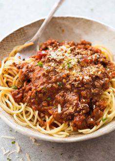 A Spaghetti Bolognese recipe with a thick, rich sauce with great depth of flavour. Made in just 30 minutes, it's the BEST Spaghetti Bolognaise recipe ever! Italian Dishes, Italian Recipes, Beef Recipes, Cooking Recipes, Mince Recipes, Spaghetti Bolognaise, Recipetin Eats, Pasta Dishes, Spaghetti