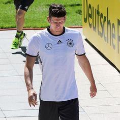 Mario Gomez - Germany NT Mario Gomez, Mens Tops, Germany, T Shirt, Fashion, Supreme T Shirt, Moda, Tee Shirt, Fashion Styles
