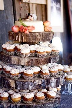 Rustic Wedding Cupcakes / / http://www.deerpearlflowers.com/rustic-wedding-cupcakes-stands/