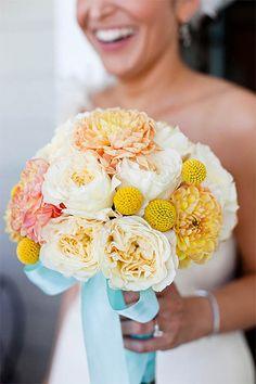 Bouquet de mariee jaune pale, clair, crespidia, ruban bleu clair