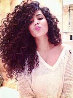 Alana Santos Blogger cabelo de cachos , com volume #hair
