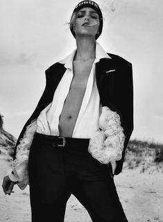 Publication: Flair Magazine October 2014 Model: Anja Rubik Photographer: Collier Schorr Fashion Editor: Sissy Vian Hair: Yannick D'is Make-up: Romy Soleimani Anja Rubik, White Fashion, Trendy Fashion, Mens Fashion, Dandy, Estilo Tomboy, Mode Editorials, Fashion Editorials, Androgynous Fashion
