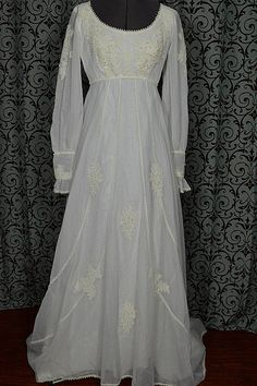 1970s Empire Elegance Dotted Trim w 68″ Train | Vintage Wedding