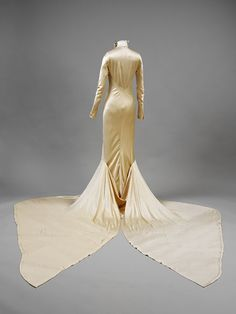 1934.  Silk satin wedding dress -- Back.  Designer Charles James.   V, #T.271-1974