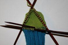 Hvordan strikke sokker til barn – Boerboelheidi Diy And Crafts, Accessories, Om, Fashion, Tejidos, Threading, Moda, Fashion Styles, Fashion Illustrations