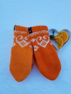 Søljevotten Knit Mittens, Knitted Gloves, Knitting Socks, Yarn Over, Hand Warmers, Fair Isles, Free Pattern, Knit Crochet, Slippers