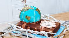 """Vanille-Trüffel Globus """"Welt, wir kommen"""": Vanille-Trüffel Globus auf Kakao-Trüffel Koffer. Das ganze Rezept findest du auf sat1.de!"""