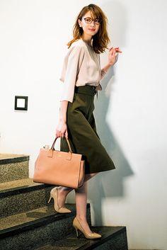 15 luxurious neutral looks: casual wardrobe 2018 Office Fashion, Work Fashion, Curvy Fashion, Fashion Outfits, Fashion Boots, Japanese Fashion, Korean Fashion, Business Casual Dress Code, Look Office