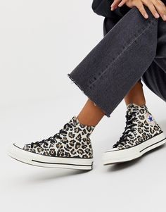 Shop Converse Chuck leopard print trainers at ASOS. Galaxy Converse, Leopard Print Converse, Mode Converse, Style Converse, Converse Design, Leopard Print Sneakers, Outfits With Converse, Grunge Style, Soft Grunge